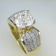 3ct CushionCut diamond 18k Yellow Gold Mounting2